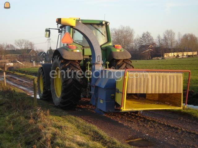 Tractor + houtversnipperaar JD met takkensnipperaar