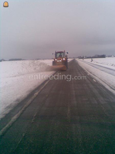 Sneeuwschuiven Newholl met nido sneeuw ploeg
