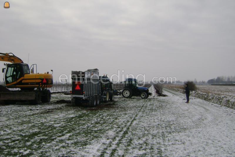 Tractor + breedstrooier NH + champost strooier