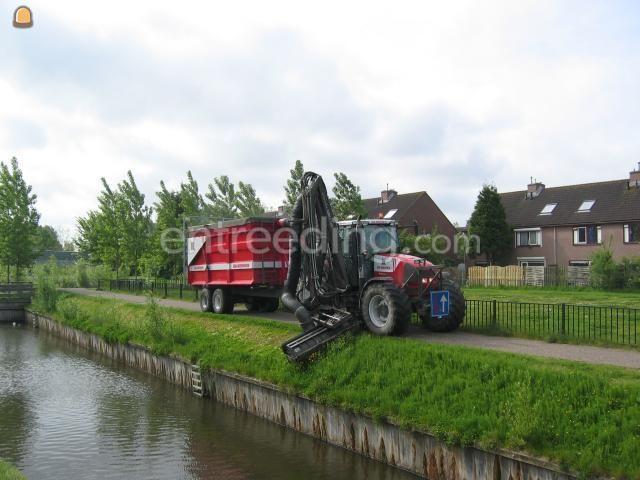 Tractor + maai/ zuigcombinatie Renault 640 + Herderinstallatie