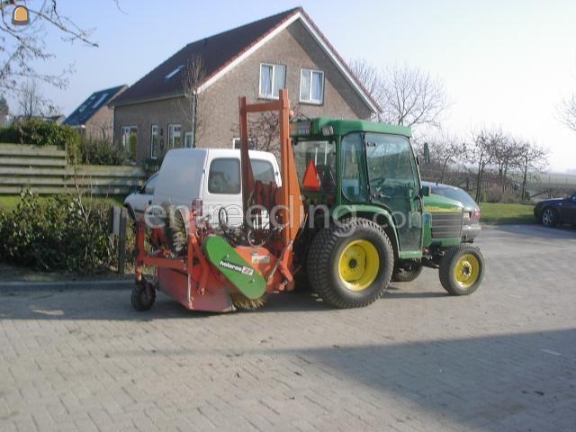Tractor + veegmachine Holaras