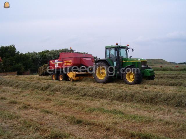 Tractor + balenpers rechthoekig John Deere + New Holland BB960