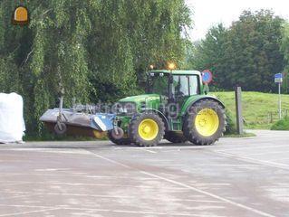 Tractor + veegbezem Omgeving De Ronde Venen