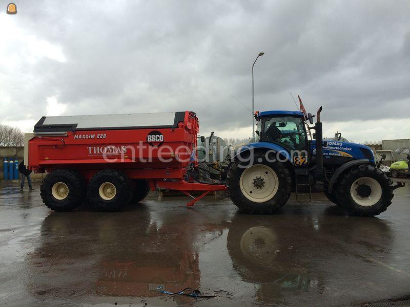 New Holland T7250 met Beco maxxim 220