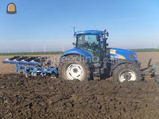 Tractor + ploeg Omgeving Middenmeer