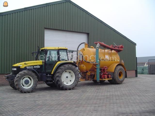 Tractor + waterwagen Veenhuis met zuigarm