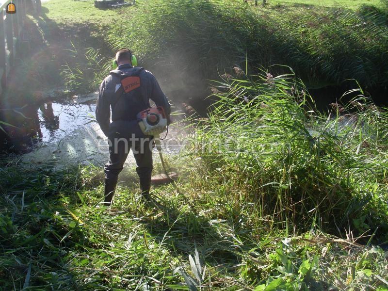 Grondwerker Man met bosmaaier