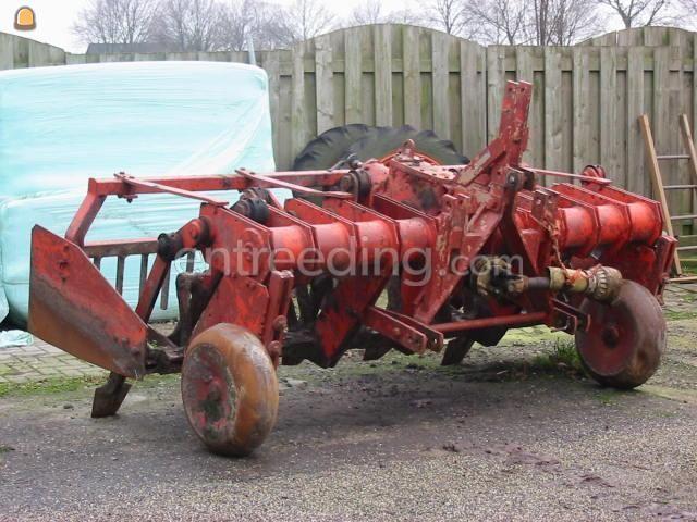 Tractor + ondergronder Spitmachine