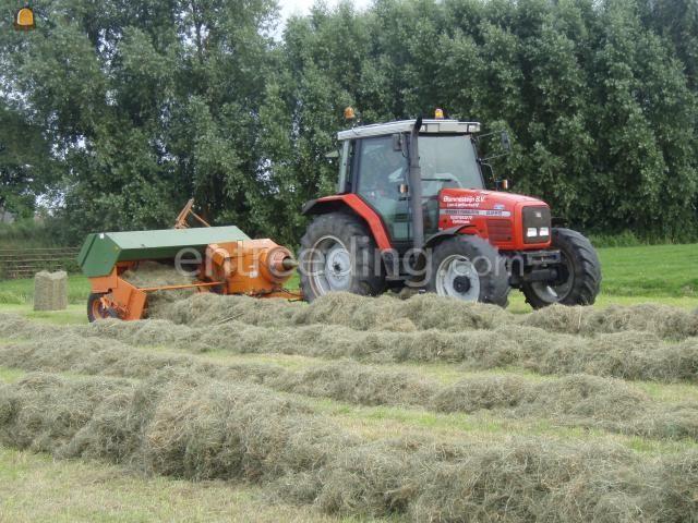 Tractor + balenpers rechthoekig mf + kleinen baaltjespers