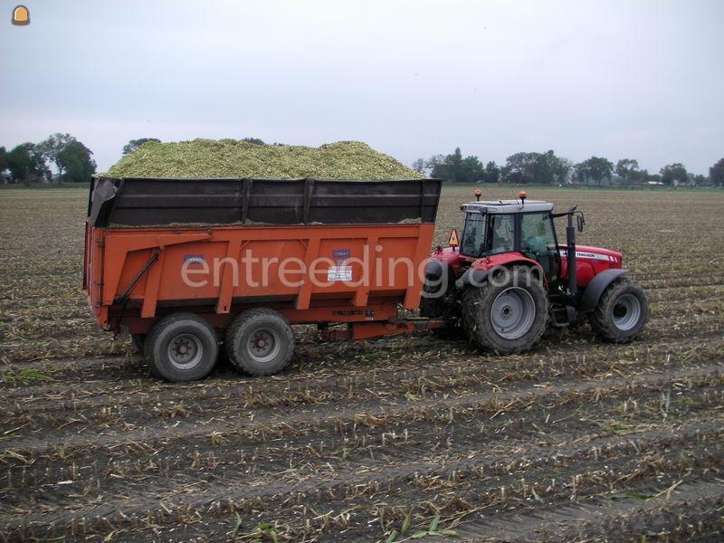 Tractor + silagewagen MF + vaia silagekiper