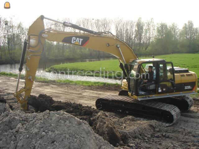 Rupsgraafmachine Cat 323D