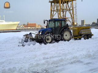 Tractor + zoutstooier + s... Omgeving De IJsselsteden
