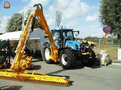 Tractor + armklepelmaaier tractor met maaier Herder