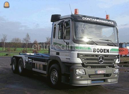 Kippervrachtauto vrachtwagen Mercedes voor container
