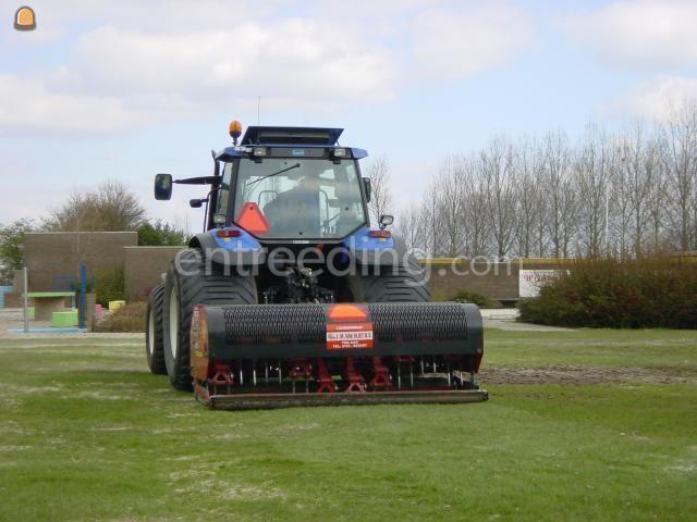 Tractor + Verti-Drainmachine Vertidrain
