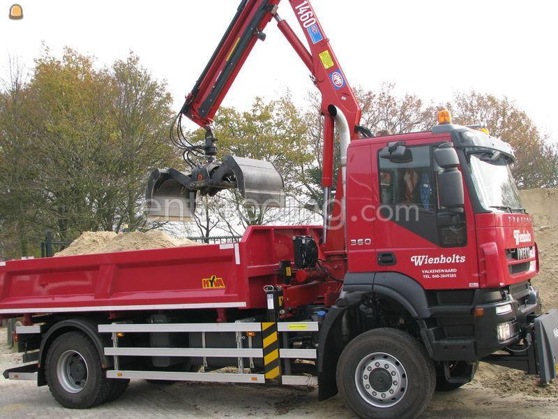 4*4 Vrachtwagen met laadkraan.