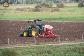 Tractor + kopeg en zaaima... Omgeving Tiel