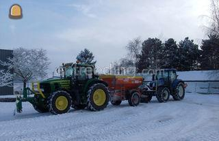 Tractor + breedstrooier Omgeving Gent