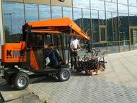 bestratingsmachines verlichten het werk van de klinkerleggers (foto KMB - Bocholt)