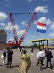 Manitowoc zet voet op Nederlandse bodem. Met o.a. deze 600-tons Manitowoc