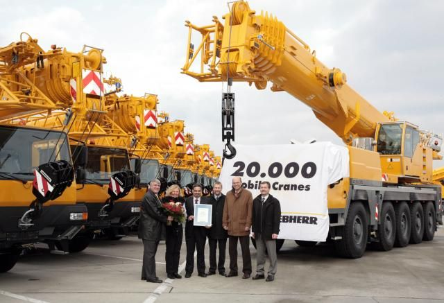 Nog onlangs vierde Liebherr Ehingen de levering van de 20.000e LTM telescoopkraan.
