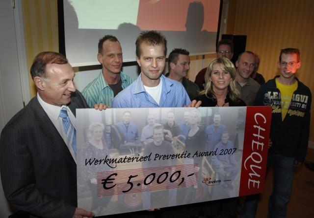 Op de foto links Henk Rox van Avéro Achmea.