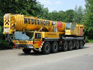 Nederhoff investeerde wel in een grote kraan: een Liebherr LTM1250.