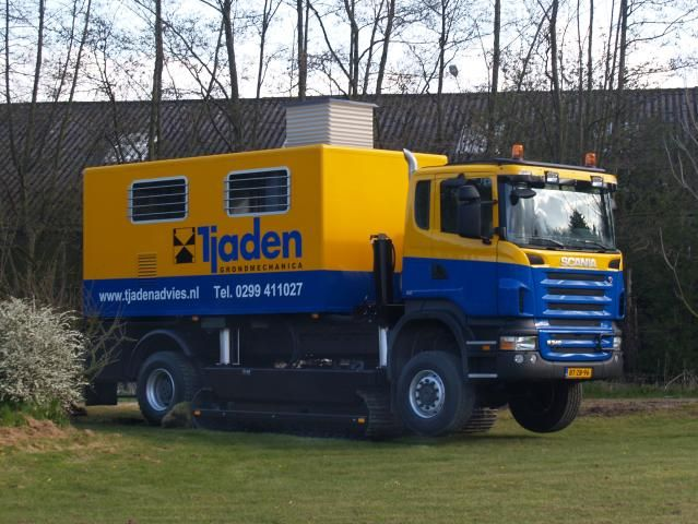 Tractie onder alle omstandigheden met Scania track-truck voor Tjaden Grondmechanica.