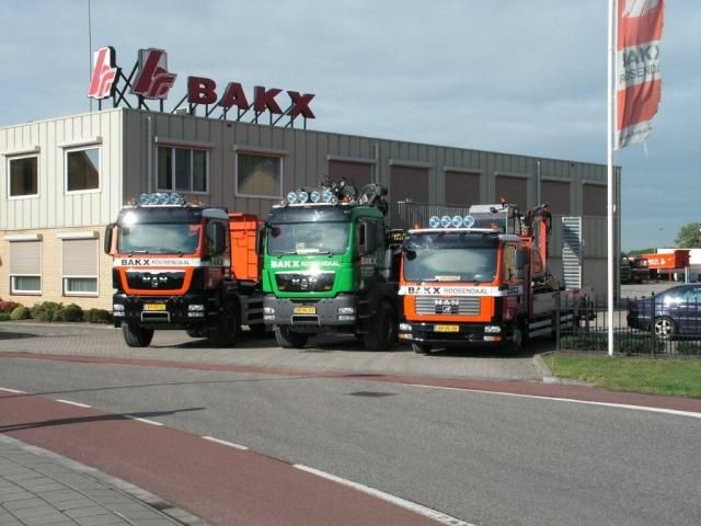 MAN TGS 6x6H 28-43 6x6/kiptrailer, MAN TGS 6x6H 28-433 knijperauto en MAN TGM 12-180 oprijwagen