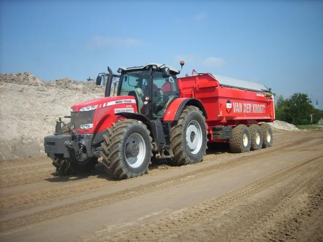 De MF8690 met Beco 360 is inmiddels volop ingezet bij zandtransport