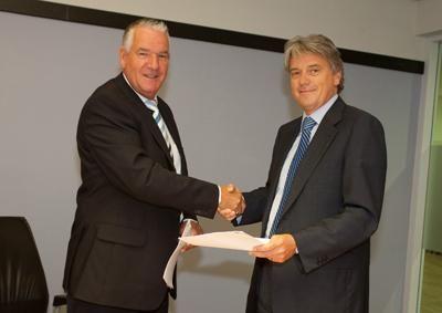 Cees van Vliet, directeur Arbouw (links) en R. Adamowicz van ArboDuo