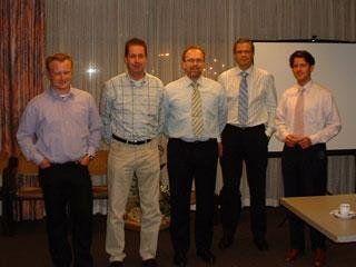Het entreeding.com roadshowteam v.l.n.r. Lars Smeets (regio Zuid), Jan Willem Alberts (regio Midden), Lion Verhagen (directeur VVT), Harold Koning (directeur Comes Solutions) en John Bosch (directeur entreeding.com)