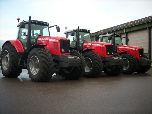 Nieuwe Massey Ferguson MF 7495 tractoren voor Van Wijk uit Nieuwegein