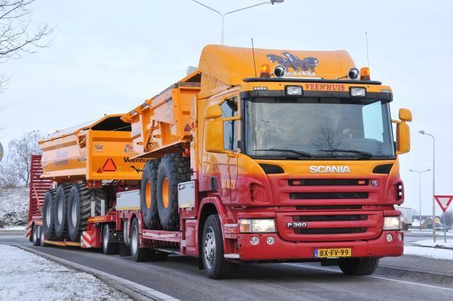 De nieuwe Scania P360 XPI van Jan Veenhuis met hydraulische laadbak en dieplader is een opvallende combinatie