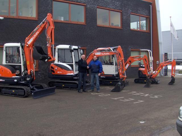 Leo Overdevest van Meerman feliciteert Tom Loeff van Van Vulpen met de KX71-3 en KX91-3