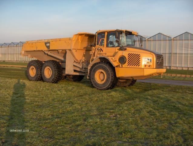 VERMIST: Volvo A25D knikdumper van Oostvliet B.V. uit Zoeterwoude