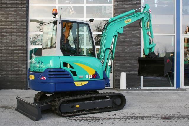 IHI 38N minigraver voor Loon- en verhuurbedrijf Blommesteijn B.V. uit Zevenhoven