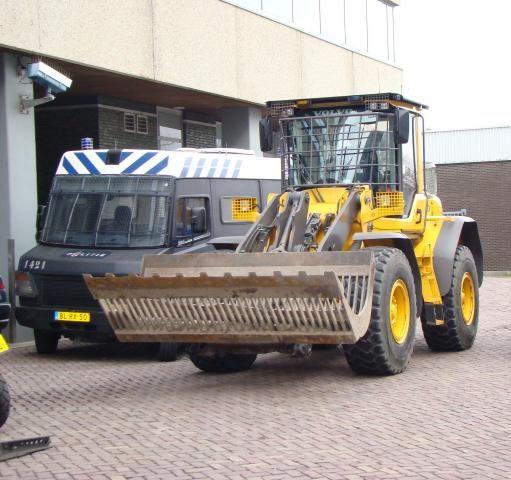 Politie Amsterdam-Amstelland ruilt Volvo BM 4400 in voor Volvo L70F