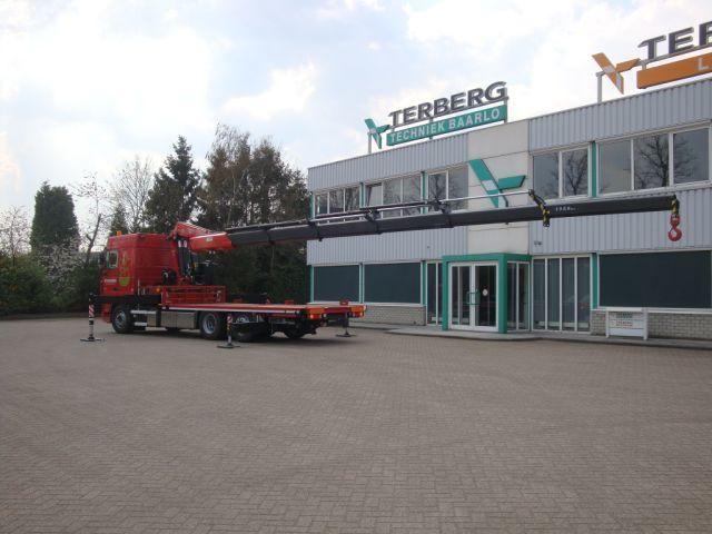DAF XF105 bakwagen met Fassi autolaadkraan voor Stassen uit Sittard