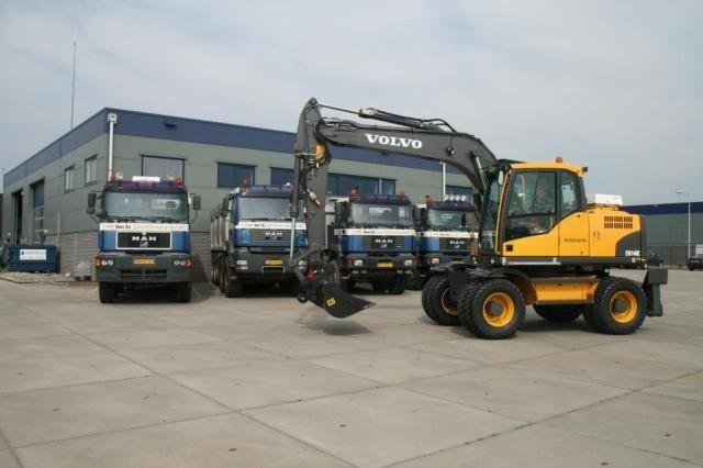 Volvo EW140C en  EW160C voor Luijendijk & van der Wal uit Zuidland