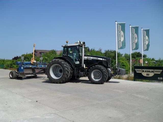 MF 7499 'black edition' voor Agrarisch  loonbedrijf M . Konijn  BV uit St. Maartensvlotbrug