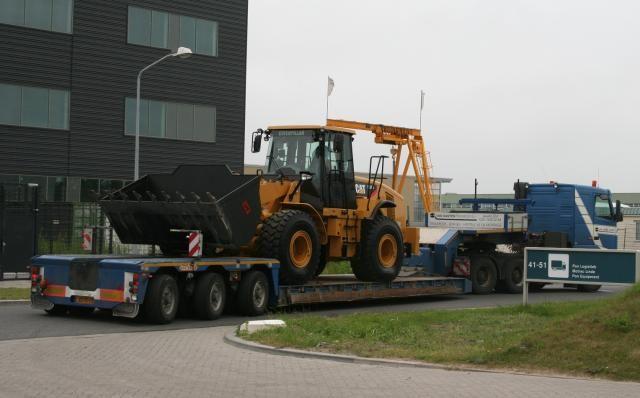 2 Caterpillars 962H wielladers voor Roelofs Wegenbouw B.V. uit Den Ham