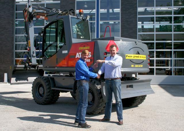 Atlas 140W graafmachine voor Pouw uit Nieuwerbrug aan den Rijn
