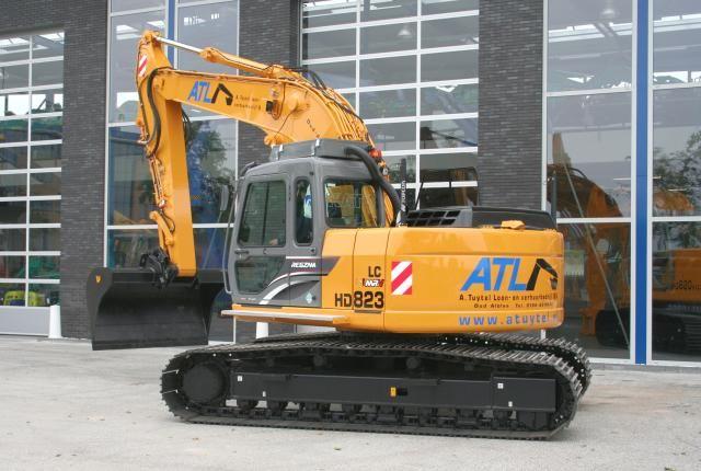 Kato HD823MR rupskraan voor A. Tuytel Loon- en Verhuurbedrijf B.V.