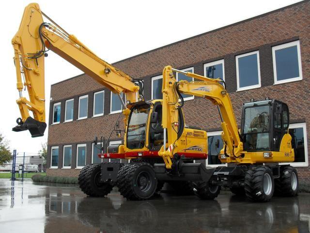 ETEC 806-II M en ETEC 817-II M graafmachine voor Anker uit Nieuwerkerk a/d IJssel