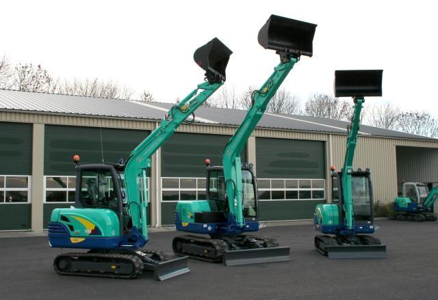 2X IHI 38N  en IHI 60N voor Loon- en Verhuurbedrijf Kempen B.V. uit Nieuwkoop