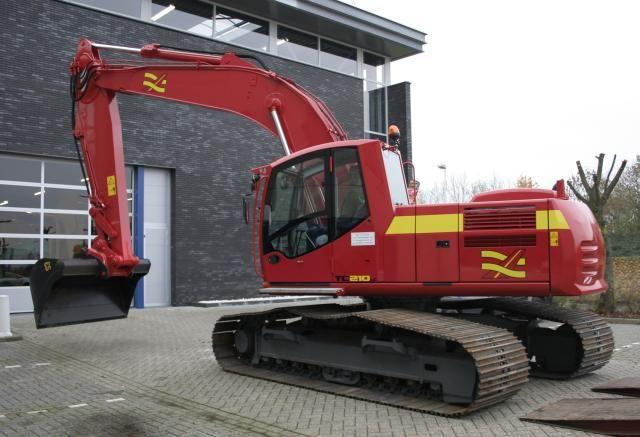 Terex TC210 voor Aannemersbedrijf Gebr. van der Lee uit Hagestein