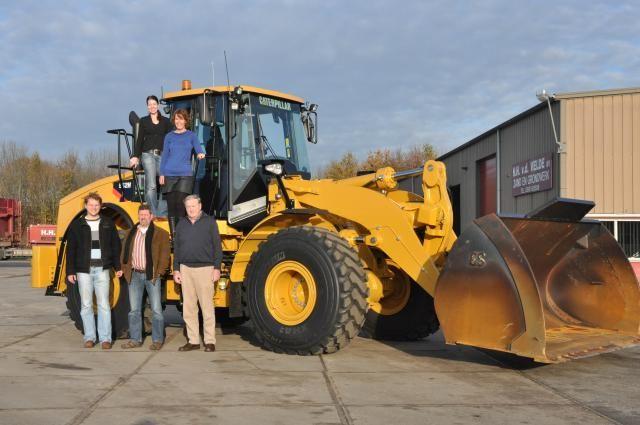 H.H. van der Velde uit Nieuwe Pekela koopt Cat 962H met hoog laadframe