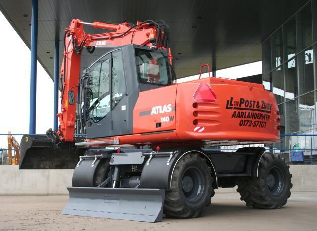 Atlas 140W mobiele graafmachine voor Van der Post uit Aarlanderveen