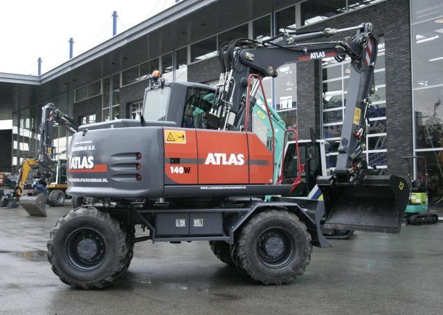 Atlas 140W mobiele graafmachine voor loonbedrijf Schuurman uit Abcoude